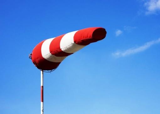 Notte di vento sul Varesotto: raffiche di 47 chilometri orari in città, quasi 100 al Campo dei Fiori