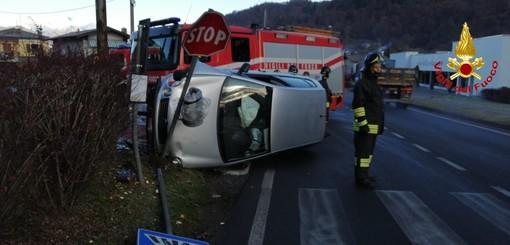 Auto si ribalta a Mesenzana e finisce fuori strada, ferita 24enne
