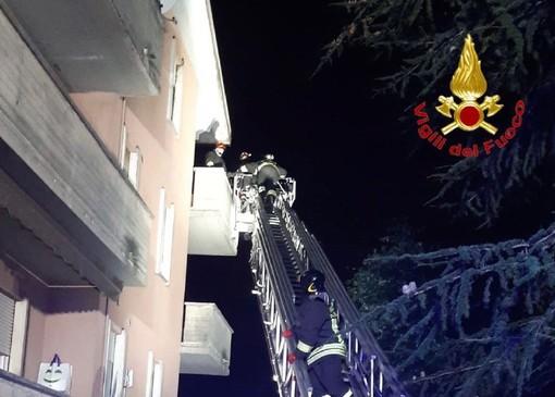 Fiamme a Cassano Magnago: a fuoco un appartamento al terzo piano di un condominio