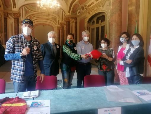 VIDEO. Max Laudadio fa la maglia contro la violenza sulle donne per il primo evento di Viva Vittoria Varese