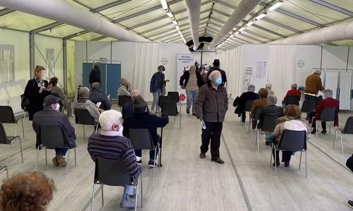 """AstraZeneca """"consigliato"""" agli over 60? Ecco cosa succede per le vaccinazioni in provincia di Varese"""