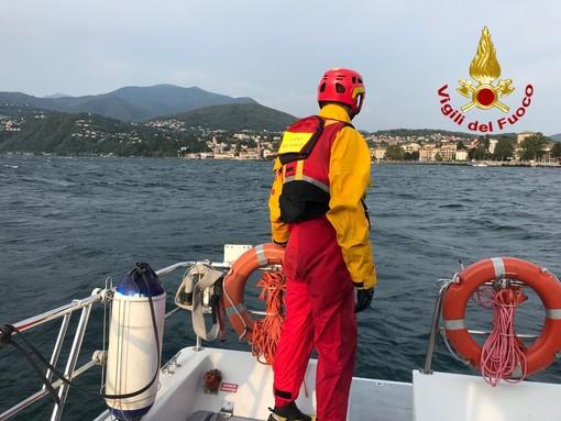 Sospese le ricerche dell'uomo caduto dal traghetto e inghiottito dal Lago Maggiore